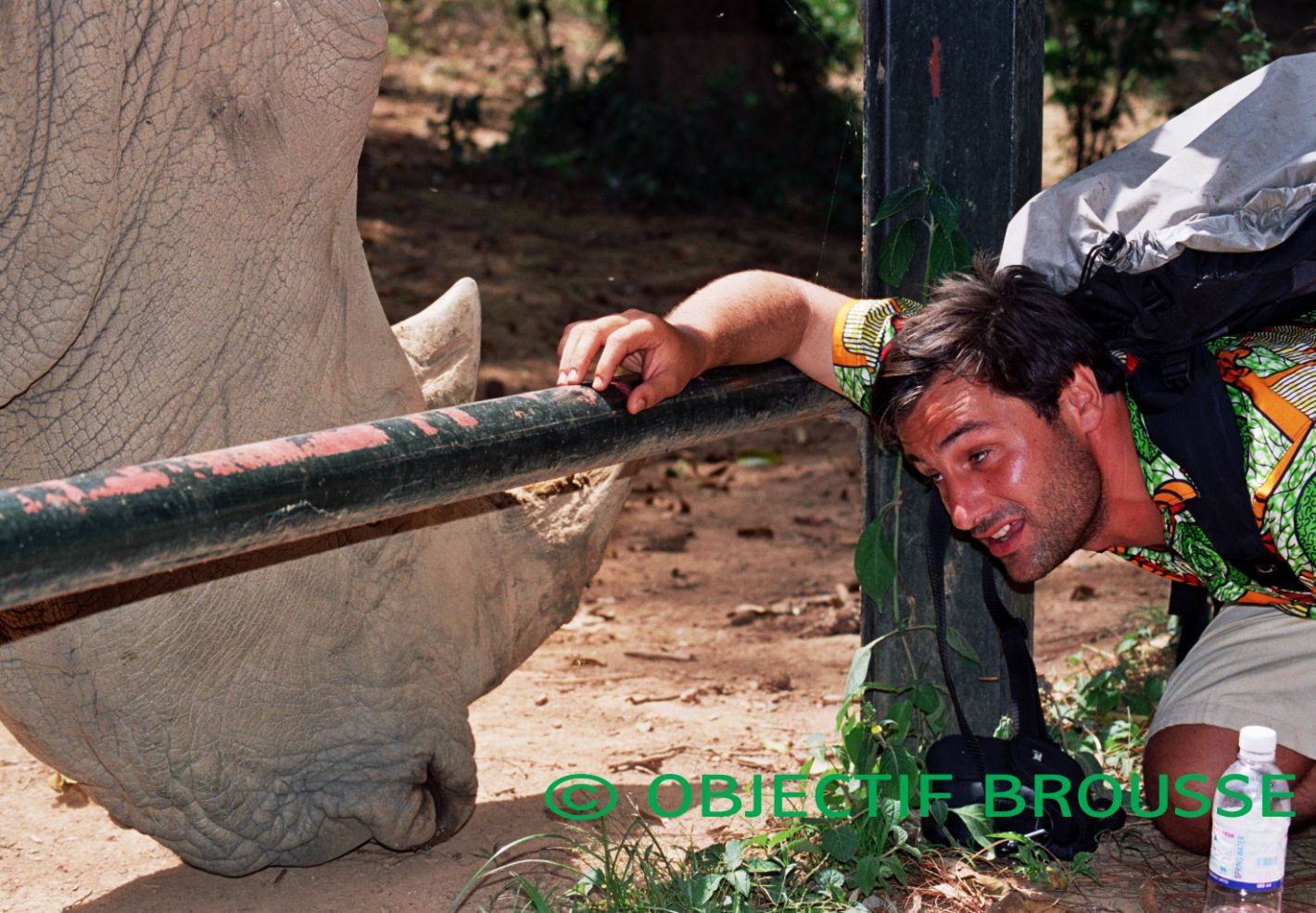 Photo de Xavier Gilibert avec un des derniers rhinocéros blanc du Nord